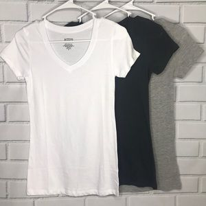4 for $15 - lot of 3 small basic v-neck shirts